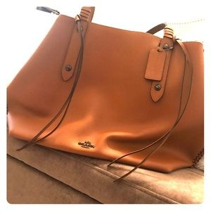 LIKE NEW Authentic Coach Leather mid-sized tote